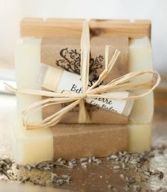 Gorgeous Soap Packaging, bundled with and extra item Diy Savon, Savon Soap, Soap Packing, Soap Wedding Favors, Soap Labels, Sent Bon, Soap Display, Goat Milk Soap, Cold Process Soap