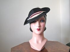 1930s hat / fabulous black straw Tilt Hat with rope and ribbon trim / Size 22 1/2