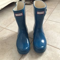 host pickTeal hunter rain boots - short Great condition Hunter boots. I am selling because I got the tall ones. These are the original Gloss version. Price is FIRM as I've reduced it substantially already and it is a better price than the other ones like this I can find on posh. Thanks! Hunter Boots Shoes Winter & Rain Boots