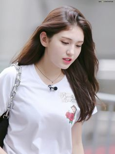Tongue, straw and other stuff Korean Beauty Girls, Beauty Full Girl, Korean Girl, Asian Beauty, J Pop, Kpop Girl Groups, Kpop Girls, Mamamoo, Kpop Girl Bands