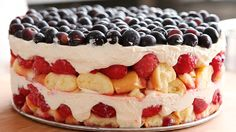 How to make a red, white and blue trifle
