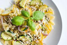 A simple pasta recipe with zucchini - przepisy - Makaron Easy Pasta Recipes, Healthy Recipes, Healthy Food, Cobb Salad, Risotto, Zucchini, Dinner, Simple, Ethnic Recipes