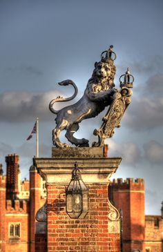 Hampton Court Lion Gatepost | Flickr - Photo Sharing!