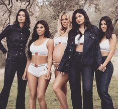 Kendall, Kim, Khloe, Kylie and Kourtney for Calvin Klein. Kourtney Kardashian, Kardashian Kollection, Familia Kardashian, Estilo Kardashian, Robert Kardashian, Kardashian Family, Kardashian Jenner, Kendall Jenner, Kylie Jenner Style