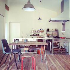 JUNKandRETROさんの、ごちゃごちゃキッチン,ぶち抜いたキッチン,サビサビの鉄脚テーブル,リビングから見たキッチン,平屋,部屋全体,のお部屋写真