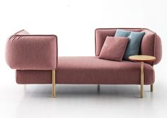 Spanish designer Patricia Urquiola trusts her intuition and designs a modular sofa system in a new shape and construction for Italian furniture brand Moroso. Patricia Urquiola, Moroso Furniture, Furniture Design, Sofa Design, Interior Design, Modul Sofa, Italian Furniture Brands, Sofa Chair, Designer