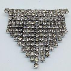 Vintage BAR w CHAIN DRAPE BROOCH PIN Clear Rhinestone Silver Tone Jewelry #Unbranded Vintage Bar, Brooch Pin, Costume Jewelry, Rhinestones, Dangles, Chain, Diamond, Metal, Silver