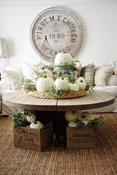Retro home decor - Really Terrific arrangements. diy retro home decor shabby chic smashing suggestion id 6315184268 imagined on this day 20190324 Rustic Fall Decor, Fall Home Decor, Autumn Home, Diy Home Decor, Rustic Sunroom, Diy Autumn, Country Decor, Thanksgiving Decorations, Seasonal Decor