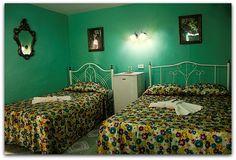 Detalle e una de las habitaciones. Cienfuegos, Colonial, Bed, Furniture, Home Decor, Decoration Home, Stream Bed, Room Decor, Home Furnishings