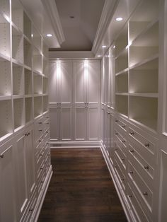 Traditional Closet Walk-in Closet Design, Pictures, Remodel, Decor and Ideas - page Nice! Closet idea for me Small Master Closet, Master Bedroom Closet, Bedroom Closets, Narrow Closet, Walk In Closet Design, Closet Designs, Wardrobe Design, Dressing Room Closet, Dressing Rooms