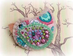 #handmadebirdpinbrooch www.facebook.com/RefreshinglyPictured