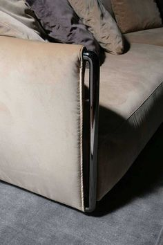 Edmond sofa by Flexform