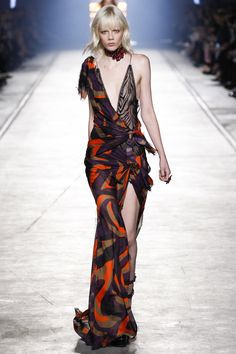 Chemise inspiration - Versace Spring 2016 Ready-to-Wear Fashion Show - Raquel Zimmermann