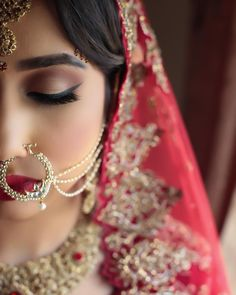 dp, indian bride, and eyebrows image Indian Wedding Makeup, Indian Bridal Fashion, Bridal Makeup, Bridal Beauty, Bridal Poses, Bridal Photoshoot, Bridal Portraits, Bride Photography, Indian Wedding Photography