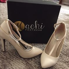 Ivory heels Ivory with gold piping//worn once//perfect condition//comes with box        BUNDLE AND GET 30% OFF Machi Shoes Heels