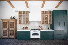 Check out our beautiful terra cotta tile collection. we have antiqued, finished, and glazed terracotta tiles that are sure to bring life to your home. Modern Farmhouse Kitchens, Home Kitchens, Terracotta Floor, Mediterranean Kitchen, Small Tiny House, Apartment Design, Kitchen Flooring, Kitchen Remodel, Kitchen Design