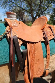 Randy Jones is a talented custom saddle maker & horse trainer from the Bitterroot Valley in WesternMontana. Specializing in Montana Ranch Roping. Wade Saddles, Horse Saddles, Horse Tack, Cowboy Gear, Cowboy Hats, Leather Tooling, Tooled Leather, Stirrup Leathers, Rose Vines