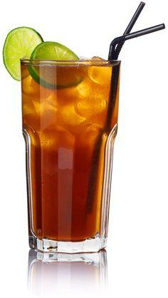 Long Island Iced Tea - Receita e Como Fazer Ingredientes:   ½ Parte de Vodka, ½ Parte de Rum claro, ½ Parte de Gim, ½ Parte de Tequila, ½ Parte de Triple Sec (licor de laranja), 1 Parte de Suco de lima-da-pérsia, 1 Parte de Coca-Cola, 1 Pedaço de Limão, Gelo.