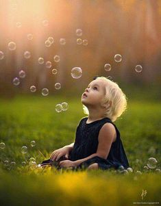 Energetické meridiány v ruke – Eprakone – ezoterika a spiritualita Cute Kids Photos, Toddler Pictures, Kid Photos, Children Pictures, Children Poses, 1 Year Photos, Bubble Pictures, Baby Pictures, Toddler Birthday Pictures