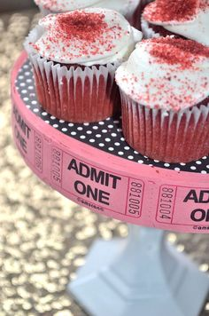 Last minute DIY for your red carpet event. Oscar's Party by The Event Prep