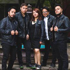 EL VIAJE DE VERNE es una banda de Rock Pop Alternativo que formó en 2015. Actualmente andan en promoción de su EP ATEMPORAL que puedes escuchar desde aquí https://www.youtube.com/watch?v=lEHEOG22hkg&list=PL2O0R4jAoD4sC1OqV8MWnYHFeAKYMa9cA Integrantes: • Julio Reséndiz - Voz y Guitarra • Edu Mendoza - Guitarra • Tuko Reséndiz - Teclados • Eric Serrato - Batería • Diana García - Bajo y Coros  Síguelos en: https://www.facebook.com/elviajedeverne/ https://twitter.com/viajedeverne https://