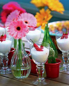 Com sal grosso e pimentas, não há mau-olhado que resista. Você pode colocá-los em taças e fazer um centro de mesa com flores. Produção de Camile Comandini