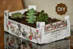 + de 60 ideas con cajas de madera de fruta: muebles, cajas decoradas... Decoupage Box, Decoupage Vintage, Recycled Crafts, Diy And Crafts, Strawberry Box, Foto Transfer, Vertical Garden Diy, Fruit Box, Garden Crafts
