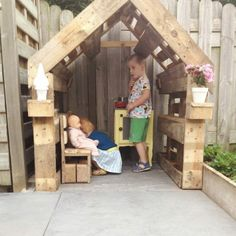 Play Tents for Kids – A Great Investment for All Year Round Entertainment Pallet Playhouse, Build A Playhouse, Outdoor Play, Summer Garden, House In The Woods, Outdoor Projects, Play Houses, Interior Design Living Room, Diy For Kids