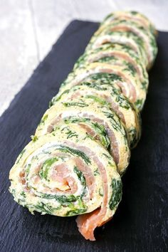 Low carb spinach salmon roll for New Year& Eve buffet or Sunday brunch- Low Carb Spinat-Lachs-Rolle zum Silvesterbuffet oder Sonntagsbrunch Low carb spinach salmon roll - Low Calorie Recipes Crockpot, Low Carb Shrimp Recipes, Salmon Recipes, Diet Recipes, Healthy Recipes, Brunch Recipes, Atkins Recipes, Spinach Recipes, Camping Recipes