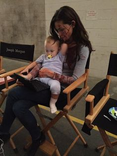 Watching TED Talks in between takes - The Originals - Phoebe Tonkin and one of the twins that plays Hope The Vampire Diaries, Vampire Diaries The Originals, Vampire Diaries Outfits, Joseph Morgan, Delena, Klaus And Hope, The Orignals, The Mikaelsons, The Originals Tv