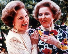 Pauline Phillips, left, who wrote an advice column as Dear Abby, with her twin sister, Eppie Lederer, who wrote a column as Ann Landers, in 1986 at their 50th high school reunion.