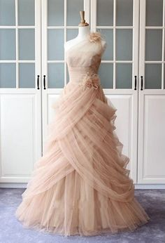 A Line Long Celebrity Prom Dresses Tulle Ruffles with Handmade Flowers pst0179