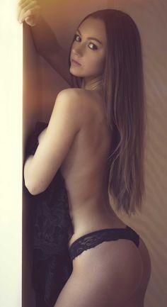 A Sunday Morning Shoot With Courtney | Lies Thru a Lens #artnude #model #portrait #boudoir #liesthrualens #boudoir #portraiture #sexy #girl