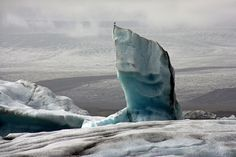 Icebergs shapes, colours ... at icebergs lagoon, Jokulsarlon, Iceland | par Zé Eduardo...