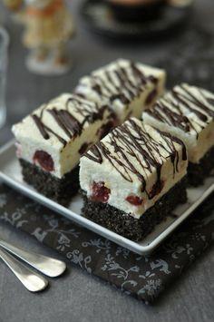 Túrós meggyes-mákos süti Bread Dough Recipe, Flourless Chocolate Cakes, Cake Bars, Sweet Desserts, Creative Cakes, Christmas Desserts, Pie Recipes, Cake Cookies, Food Porn