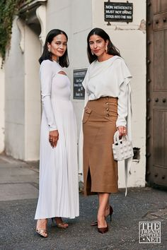 The Best Street Style From London Fashion Week S/S 2020 White Fashion, Spring Fashion, Cool Street Fashion, Street Style, Fashion Calendar, Estilo Blogger, Fashion Advice, Fashion Blogs, Flowing Dresses