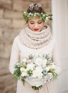 Gerade Winterbräute sollten darüber nachdenken, was sie über dem Brautkleid tragen