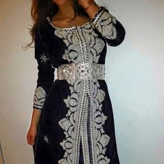 Boutique Caftan & Tenues Marocaines Vente & Location Morrocan Dress, Moroccan Caftan, Moroccan Style, Oriental Dress, Oriental Fashion, Anastasia Dress, African Culture, Fashion Beauty, Womens Fashion