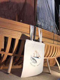 une collection de tote bags dessinée à Concarneau, brodée à Quimper pour la boutique du musée de la pêche Reusable Tote Bags, Collection, Sailors
