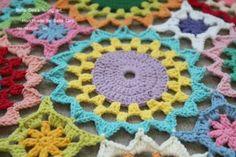꽃들의 향연 - 꽃 모양 모티브 블랭킷 도안 , 손뜨개 커튼 만들기 [ 앵콜스뜨개실 , 벨라디아 ] : 네이버 블로그 Diy And Crafts, Blanket, Crochet, Ganchillo, Patrones, Crochet Hooks, Blankets, Crocheting, Carpet