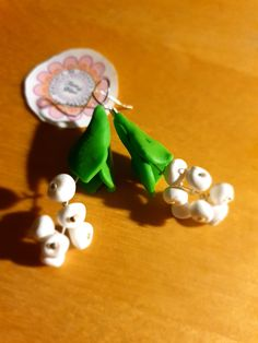 joyeuse fête du 1er mai Creations, Drop Earrings, Christmas Ornaments, Holiday Decor, Home Decor, Small Curls, Happy Holidays, Polymer Clay Jewelry, Lily Of The Valley