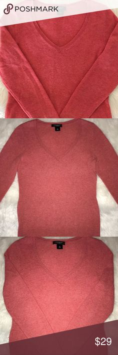 ANN TAYLOR SOFT VNECK CASHMERE SWEATER - WOMENS Sm ANN TAYLOR SOFT VNECK CASHMERE SWEATER - WOMENS Small  BRAND NAME:     Ann Taylor product  FABRIC CONTENT:      100% cashmere STYLE:          GENTLY USED....     sweater COLOR:       Pink Salmon Shades Ann Taylor Sweaters V-Necks