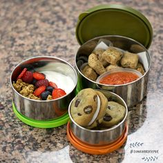 Buddy Valastro and his wife Lisa went with an Italian theme and, of course, a little indulgence. This kids lunch includes baked chicken nuggets with marinara sauce, Greek yogurt with fresh berries and granola, and low-sugar chocolate chip cookies with a dash of cinnamon and mascarpone frosting in between. #LunchboxLove