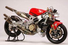 Motorcycle two-stroke nude – About Cafe Racers Retro Motorcycle, Motorcycle Engine, Motorcycle Design, Bike Design, Honda Bikes, Yamaha Motorcycles, Custom Motorcycles, Moto Miniature, Course Moto