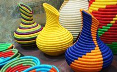 Cestería en rollo de Guacamayas Knit Basket, Rope Basket, Basket Weaving, Asian Baskets, Home Crafts, Diy And Crafts, Concrete Crafts, Toilet Paper Roll Crafts, Hotel Decor