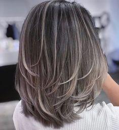Elegant Medium Piece-y Haircut Inverted Hairstyles, Haircuts For Medium Hair, Medium Hair Cuts, Haircuts For Medium Length Hair Layered, Shoulder Length Hair Cuts With Layers, Mid Length Hairstyles, Short Shoulder Length Hair, Easy Hair Cuts, Haircut Medium