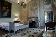 / / . Chateau de Deulin