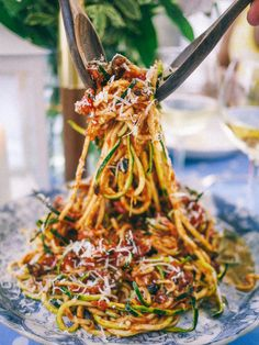 Slutty No-Carb Pasta - Of course this DOES have carbs but it is definitely Low Carb Zuchini Spaghetti Recipe, Courgetti Spaghetti, Zucchini Noodles Spaghetti, Zuchinni Pasta, Spiral Zuchinni Recipes, Zucchini Pasta Recipes, Zoodle Recipes, Spiralizer Recipes, Zucchini Spiralizer