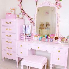 vintage beauty Room - 30 Beautiful Glam Room Ideas - The Wonder Cottage Vanity Makeup Rooms, Vanity Room, Cosy Bedroom, Pretty Bedroom, Bedroom Inspo, Pastel Room, Pink Room, Shabby Chic Zimmer, Pink Vanity