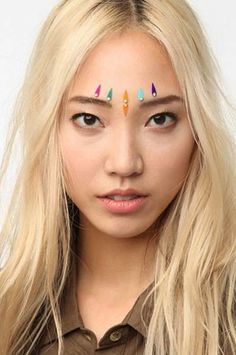 Face Gems - Hipster clothing store Urban Outfitters is now selling these gorgeous Face Gems, little bejeweled appliques meant to be used as glamorous decor on . Hipster Clothing Stores, Festival Face Gems, Gem Hair, Festival Makeup Glitter, Summer Makeup, Makeup Videos, Face And Body, Body Art, Urban Outfitters